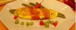 Omelete de aspargos com presunto cru