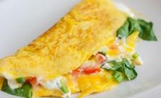 Omelete meia-cura com tomate seco